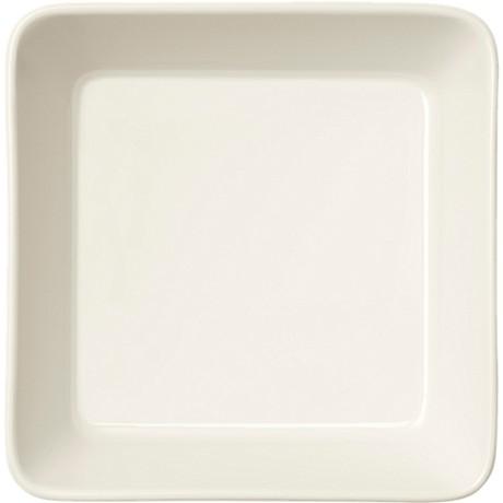 Teeman valkoisia neliön muotoisia lautasia, jota tällä hetkellä ei saa. Bläh!