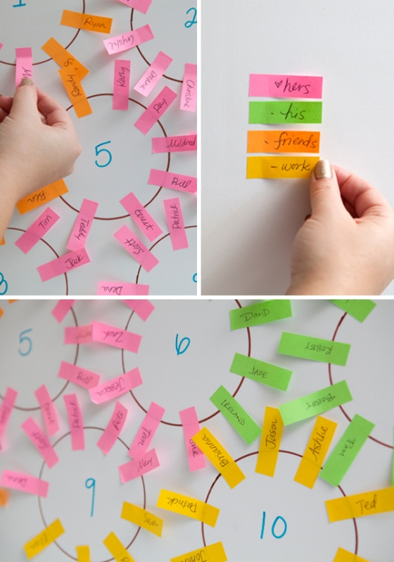 Something turquoise-blogista vinkit postit-kikkaan; http://somethingturquoise.com/2011/09/02/diy-easy-seating-chart/