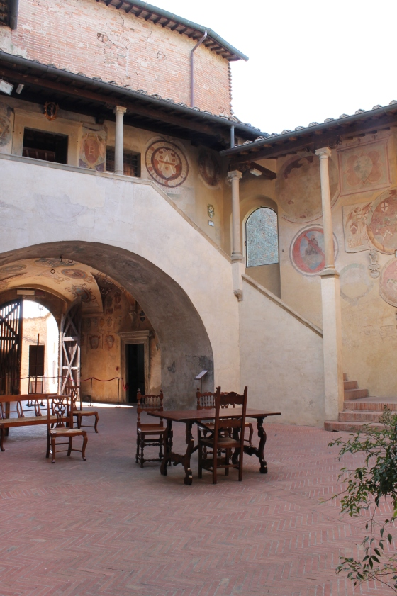Certaldo Alton raatihuoneen sisäpiha